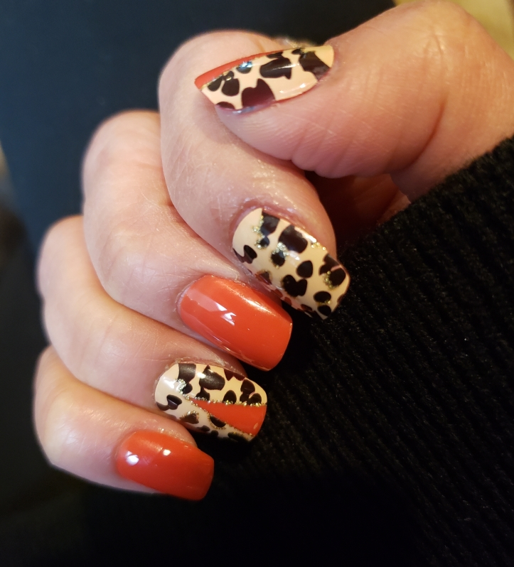 Mani Monday glue-on nails